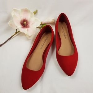NWT - Christian Siriano Red Point Flat